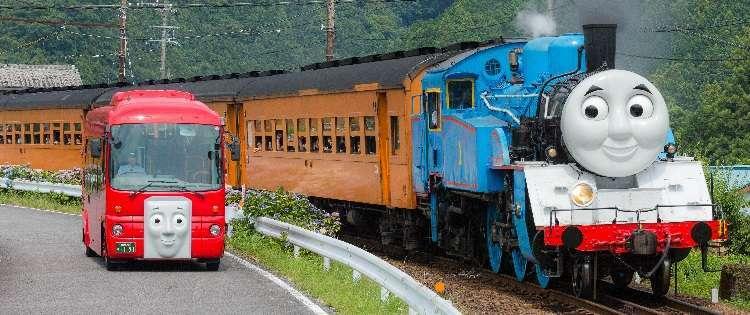 "Lokomotif Uap ""Thomas"" dan Bus ""Bertie"" | Sumber: Oigawa Railway"