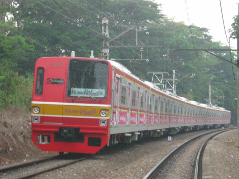 KRL Seri 6000 rangkaian 6107F, semasa masih menjadi Rangkaian Khusus Wanita RKW) | Faris Fadhli)
