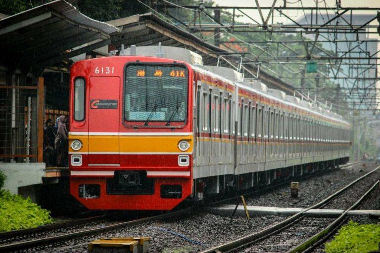 KLB uji coba dinamis melintas langsung Stasiun Duren Kalibata menuju Bogor | Foto: Farouq Adhari