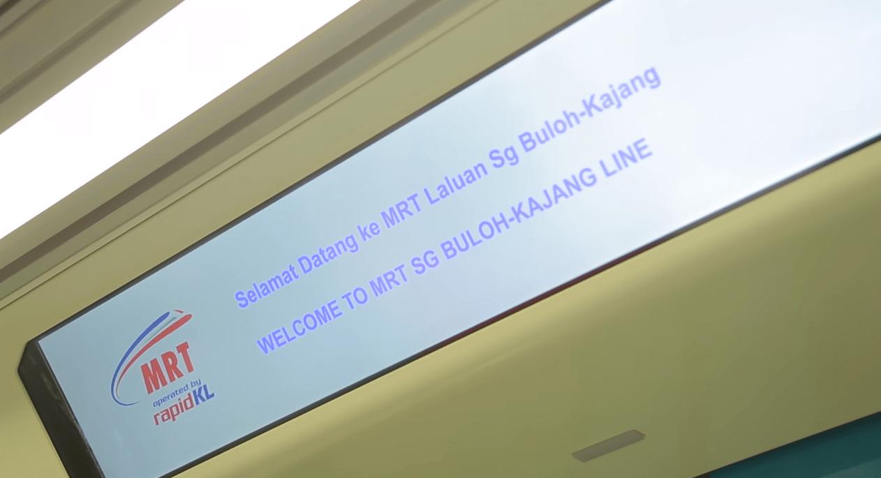 Display LED di bagian interior kereta.