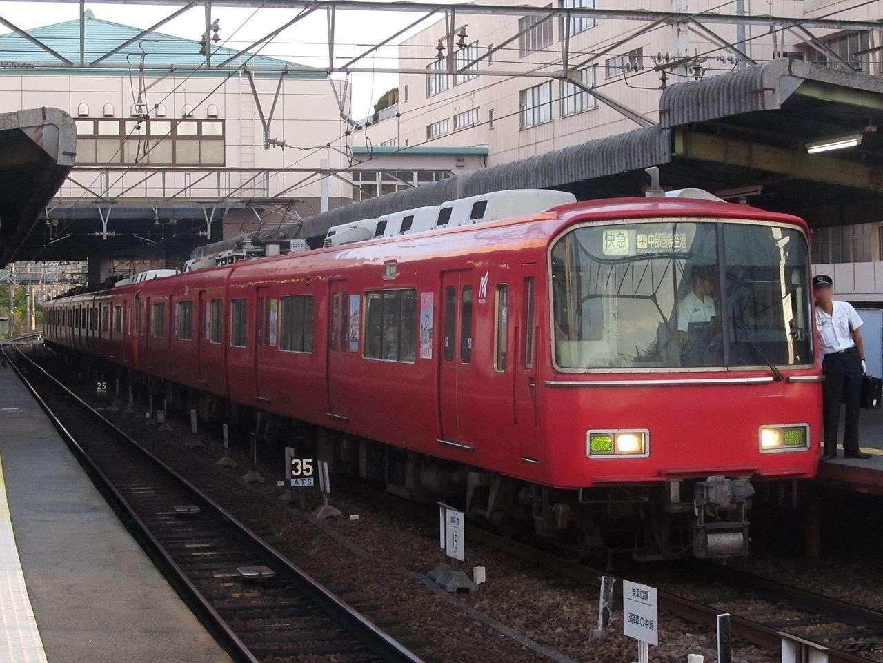 Pria tersebut memotong rambut korbannya di dalam kereta ekspres Meitetsu   Sumber: wikimedia