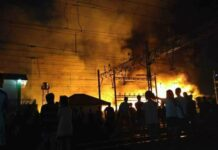 Pemukiman Dekat Stasiun Jakarta Kota Terbakar