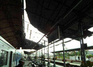 Atap Stasiun Jatinegara Tertiup Angin, Perjalanan KRL Terganggu