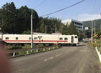 kereta inspeksi JR East, East-i D yang terdiam tak bisa bergerak (Twitter / @ijKRF9D58w23Acx)