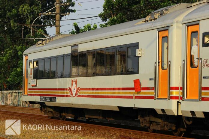 Ilustrasi: Kereta Premium untuk KA Jayakarta