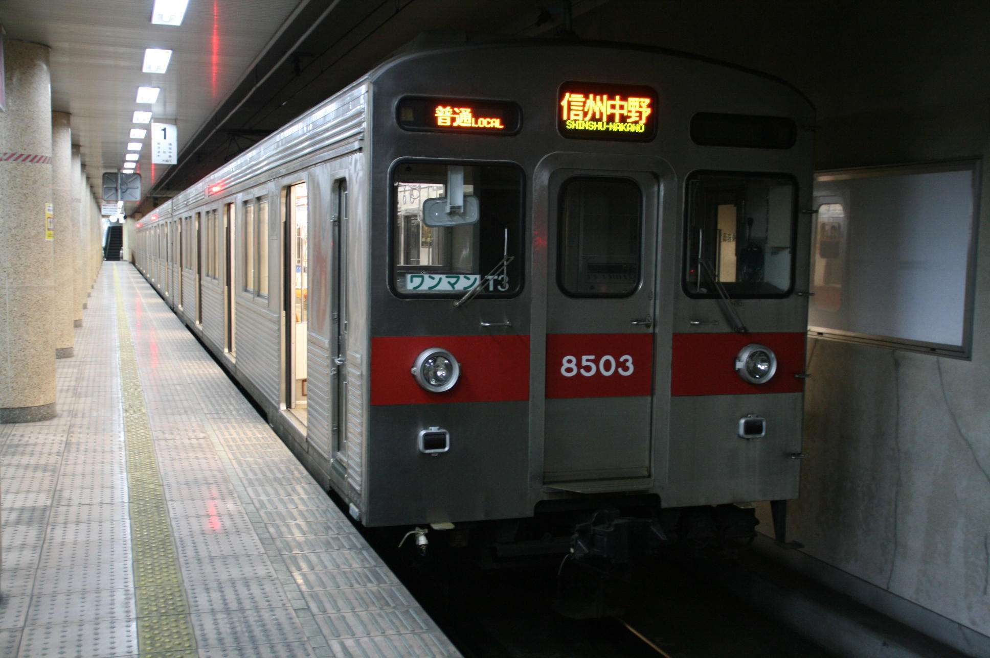 KRL seri 8503 rangkaian 8503F milik Nagano Dentetsu (Nagaden)   Sumber: http://tomodachiya0221.at.webry.info