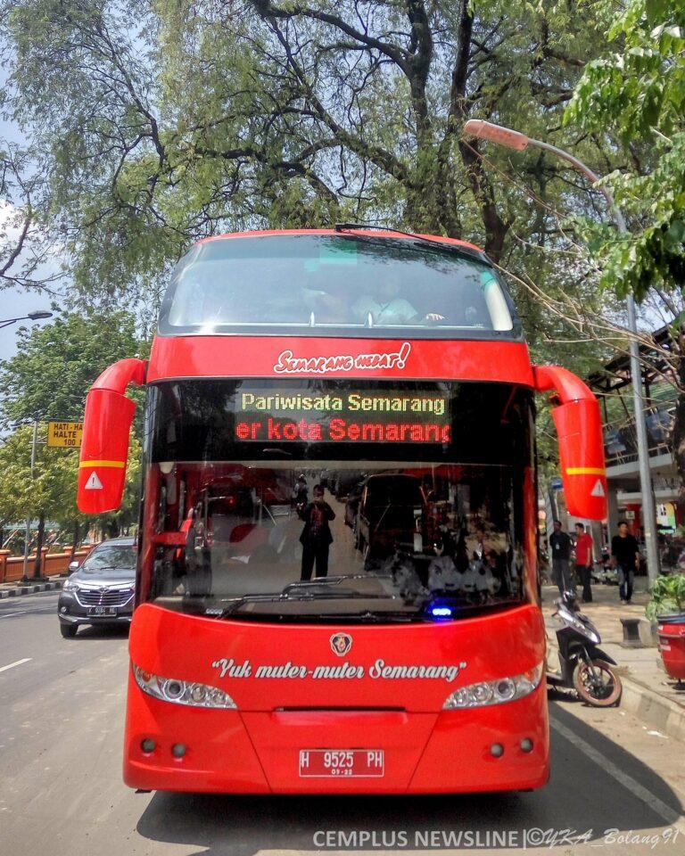 Bus tingkat wisata yang siap mengantar para wisatawan dalam berkeliling kota Semarang