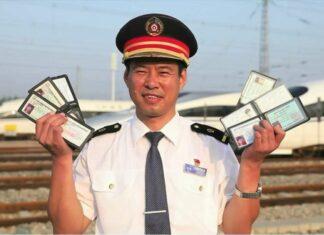 Masinis KA di Tiongkok yang mengantongi enam lisensi KA, Xue Jun | Foto: CGTN Photo
