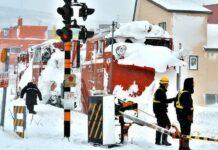 Kereta Penyapu Salju Anjlok