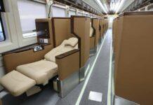 Interior KA penumpang kelas luxury.