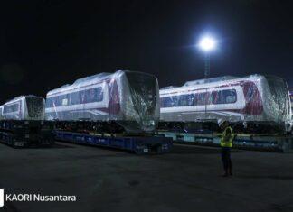 Rangkaian LRT Jakarta di terminal kendaraan internasional pelabuhan Tanjung Priok (KAORI Nusantara / Farouq Adhari)