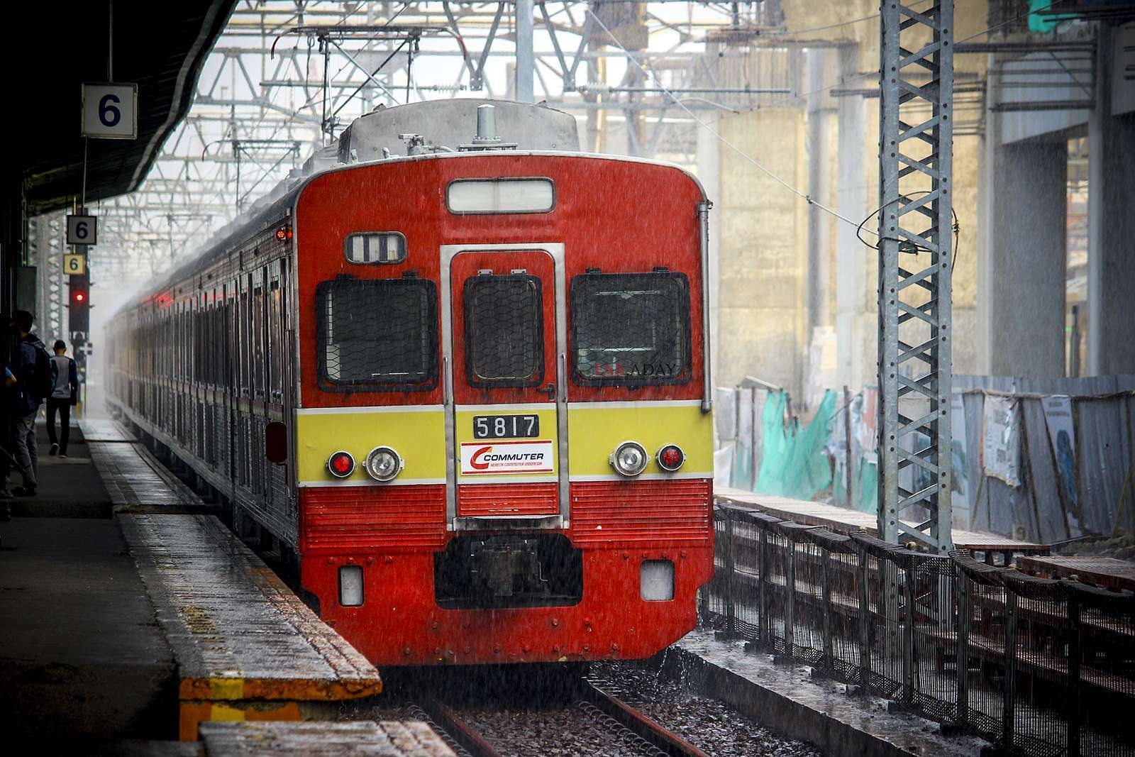 KRL seri 5000 rangkaian 5817F (KAORI Nusantara/Farouq Adhari)