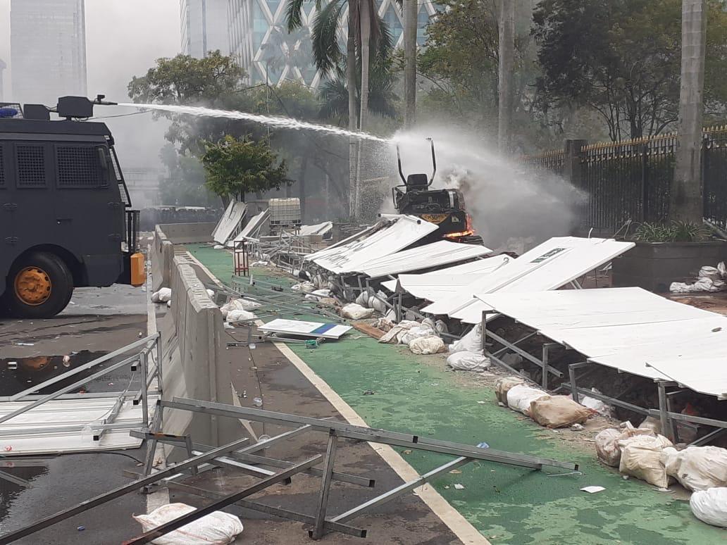 Mini Excavator proyek MRT Jakarta fase 2 yang terbakar