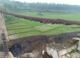 jembatan roboh